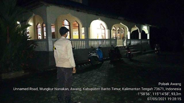 Polsek Awang Laksanakan Pengamanan Sholat Tarawih Dimasjid