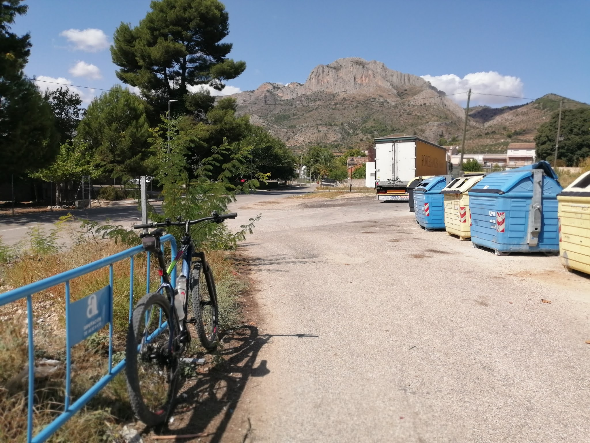 Point where the Serpis Greenway emerges in Beniarrés