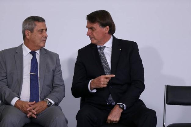 Bolsonaro troca seis ministros e sinaliza postura mais firme na coordenação política e militar