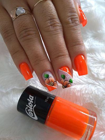unhas decoradas com flores laranja