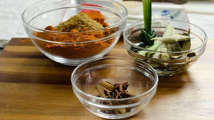 Bahan-bahan untuk masak daging masak hitam