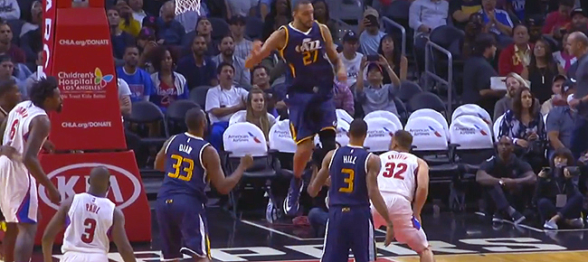 Blake Griffin's Circus Shot vs Jazz (VIDEO)