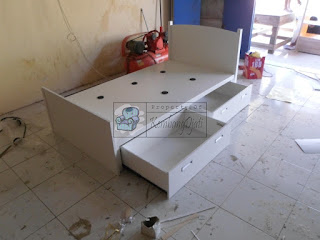 Dipan Dengan Laci - Furniture Semarang