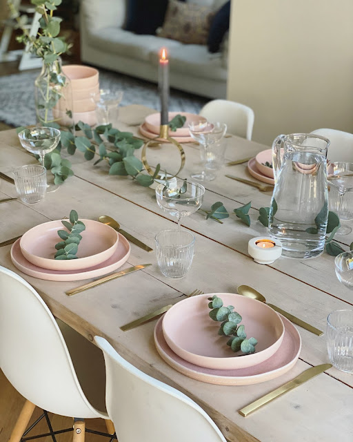 Simple scandi christmas table
