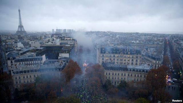 Bạo loạn 'áo gi-lê vàng' biến trung tâm Paris thành bãi chiến trường ảnh 2