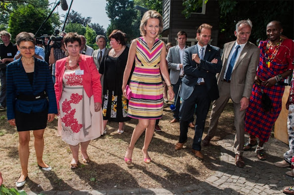 Crown Princess Mathilde has visited the House of Colours in Vosselaar. Style of Princess Mathilde