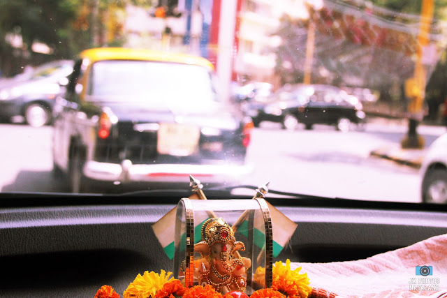 mumbai street photos - hindu idols inside cars india