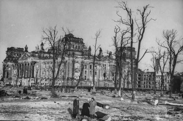 The+Destroyed+Berlin+in+1945+(59).jpg