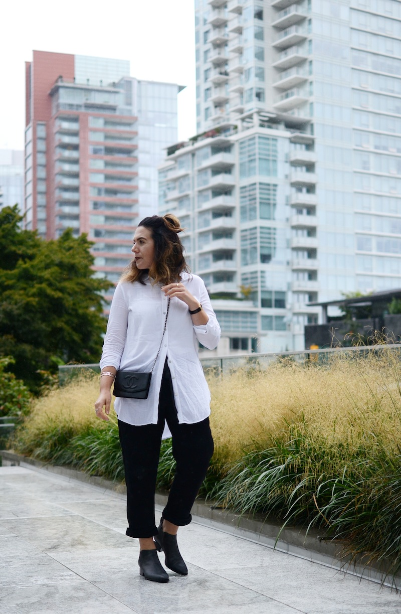Vancouver fashion blogger Aleesha Harris styles the Wilfred Allant pant from Aritzia with a CHANEL wallet on a chain and Alexander Wang Kori boots.