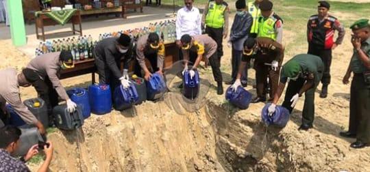 Polres Ngawi Musnahkan 571,2 Liter Miras