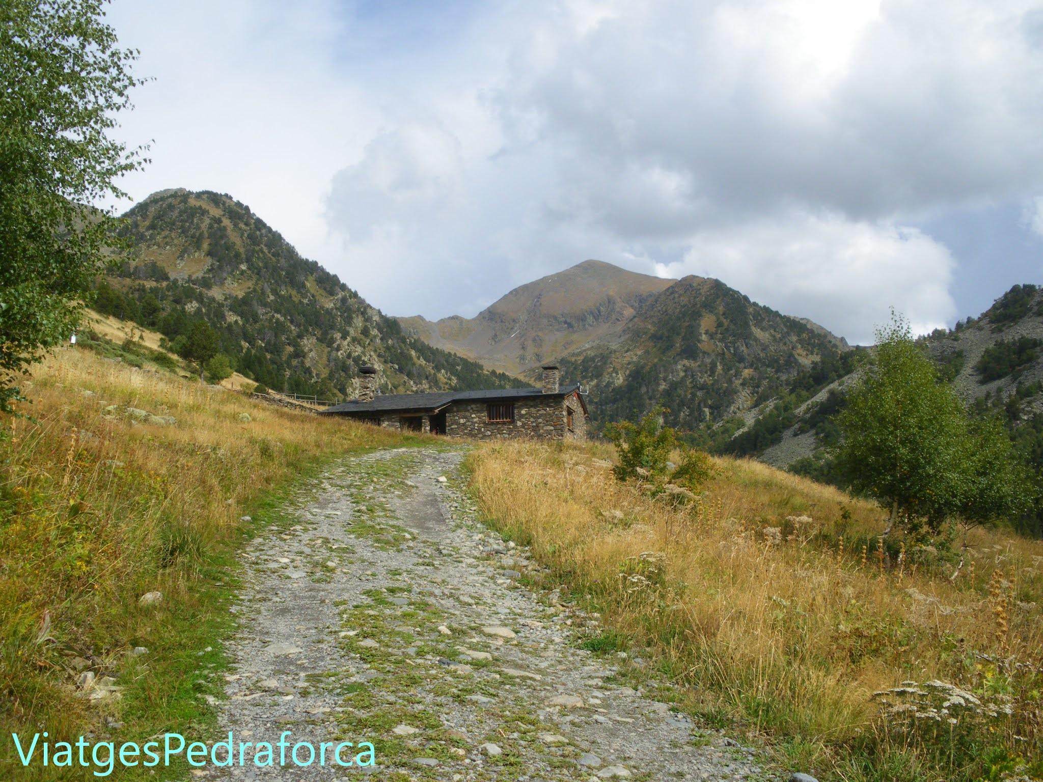 Rutes de senderisme per Andorra, Pirineus