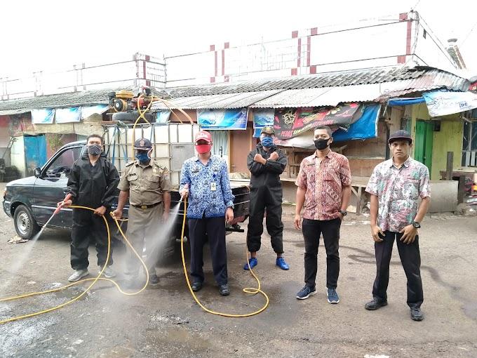 SATPOL PP Kabupaten Malang Laksanakan Penyemprotan Disinfektan Di Pasar Singosari