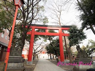 花園神社大門口