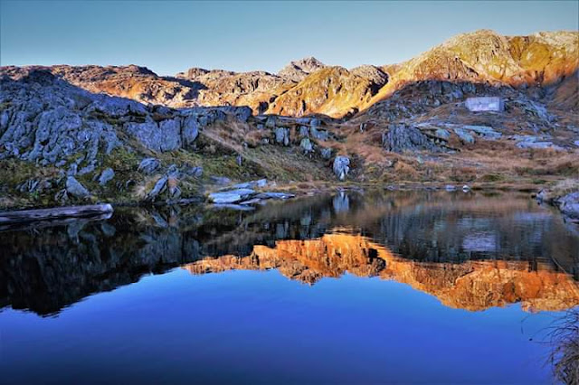 Gambar Pemandangan Alam Indah di Swiss Tepi Danau Grimselpass Jernih
