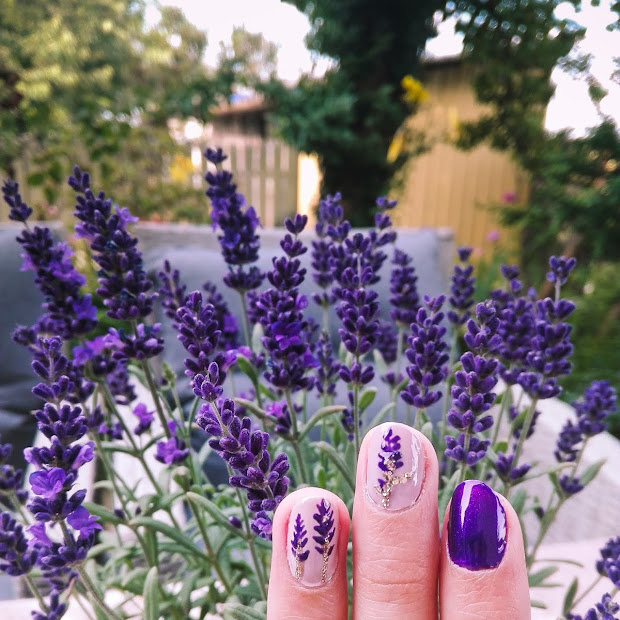 Lawender nails