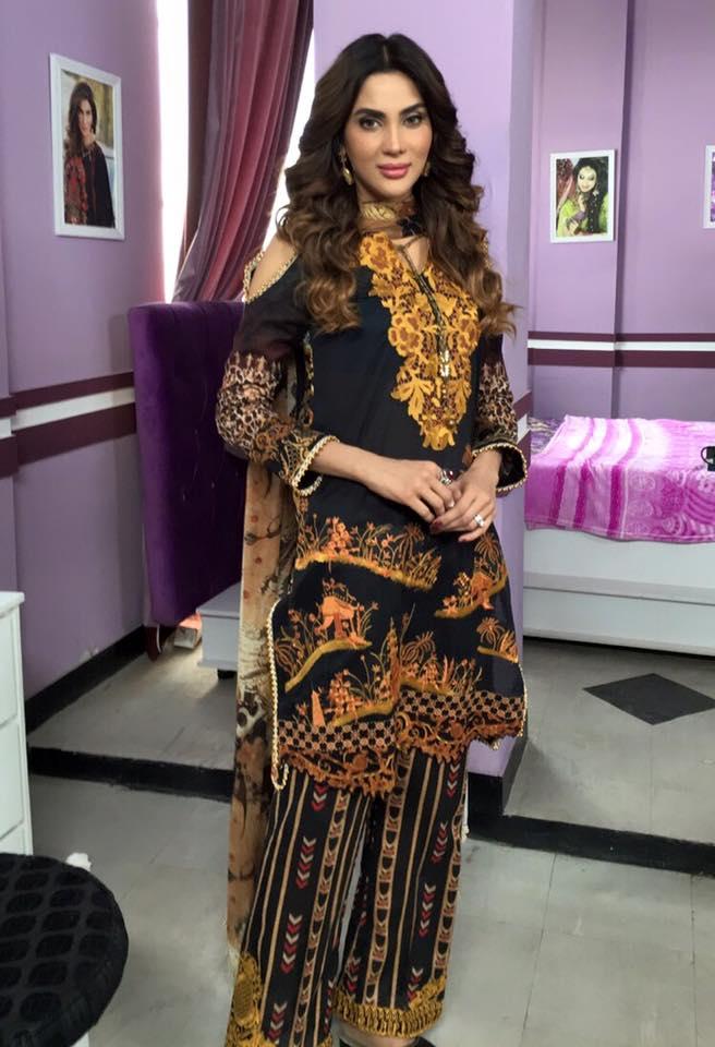 Fiza Ali Latest images with husband