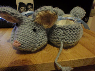 free knitting patterns: knitted bunny booties - crafts ...