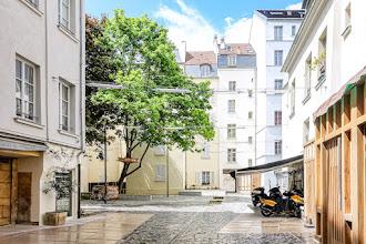 Paris : Village Saint-Paul, pittoresque ensemble architectural du Marais, un cadre élégant où s'épanouissent galeries d'art et antiquaires renommés  - IVème