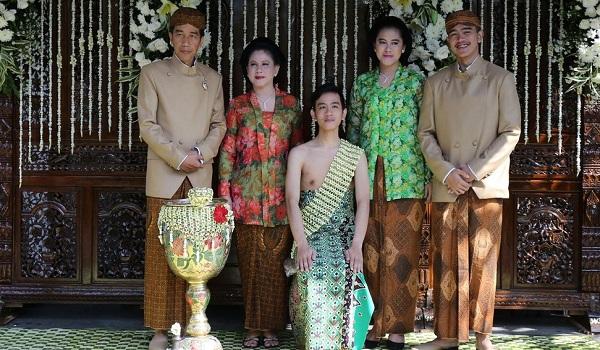 Foto Pernikahan Gibran - Keluarga Besar Jokowi