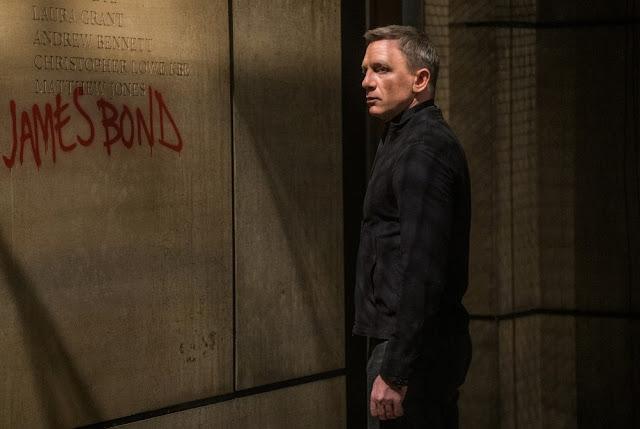 """Imagens e vídeo do set de """"James Bond 25"""" revelam um vilão mascarado"""