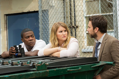 Charlie Day, Jillian Bell and Tracy Morgan in Fist Fight (6)