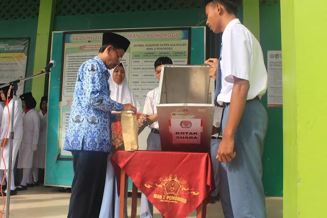 Penyegelan Kertas Suara dan Orasi Pemilihan Ketua OSIS