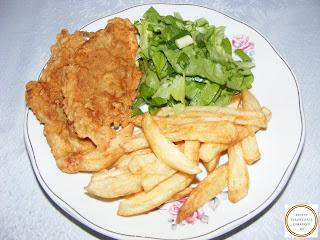 Snitele cu cartofi prajiti si salata reteta,