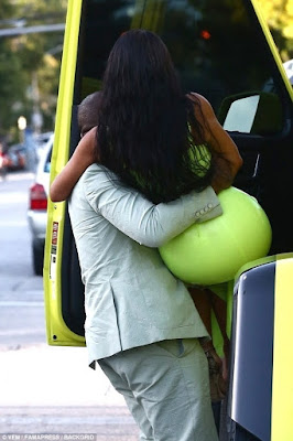 Kim Kardashian West Demands Kanye West Carries Her Out Of Their G-Wagon.