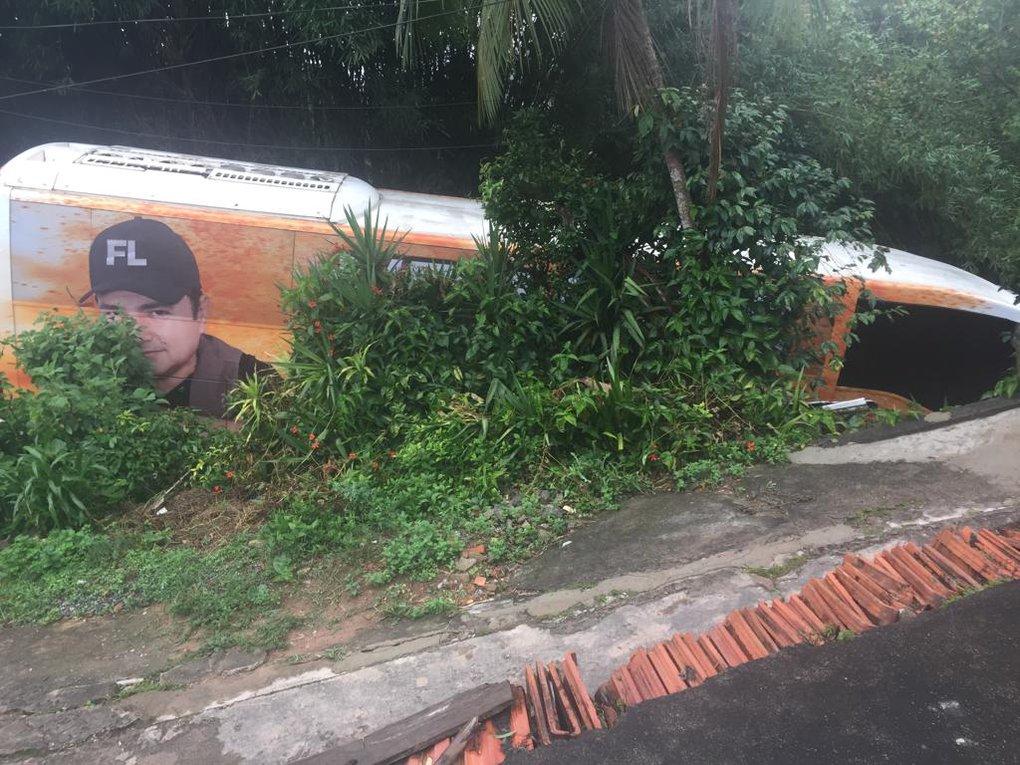 Francis Lopes e banda sofrem acidente a caminho de show em São Paulo
