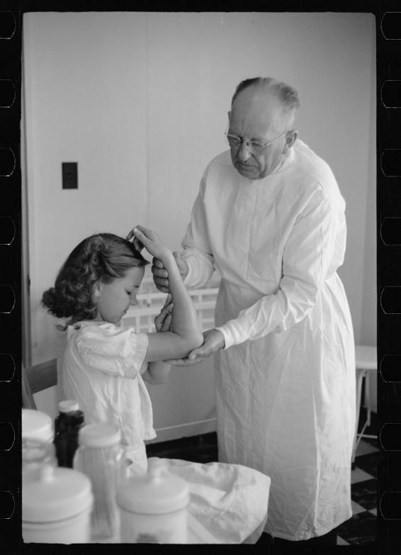 vintage pictures of doctors at work vintage everyday