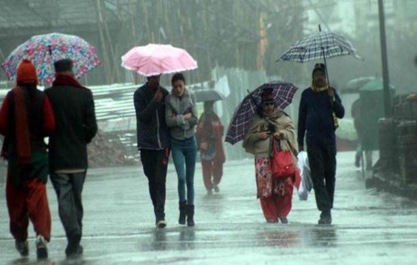 बरसात के मौसम के कैसे करें स्किन की देखभाल
