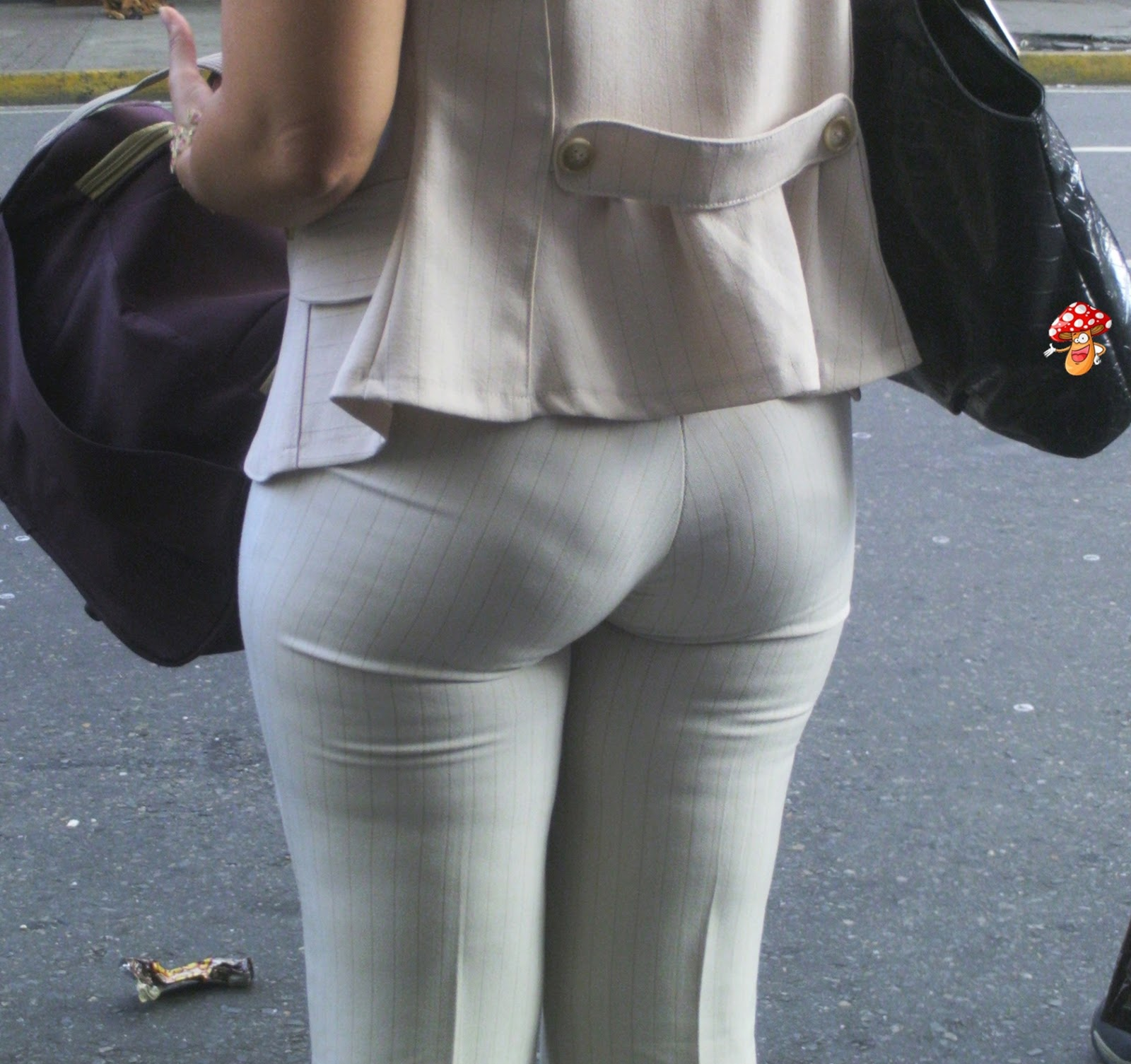 Vpl milf in tight brown pants