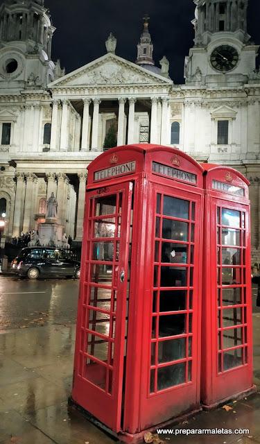 cabina de teléfonos rojas en Londres