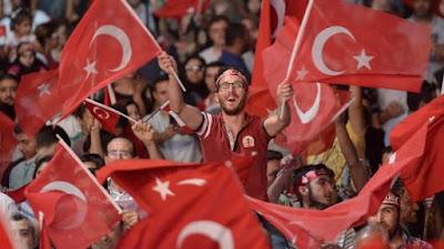 buongiornolink - Turchia, gli ultrà dell'Islam a Istanbul Ora tutte le donne avranno il velo
