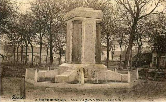 CPA monuments aux Morts de l'Allier, Varennes sur Allier