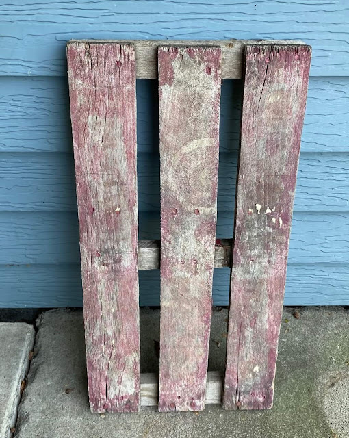 Photo of rustic pallet portion