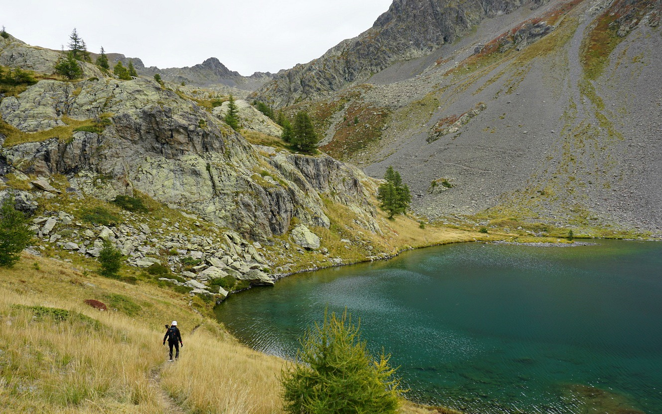Trail circling Lacs de Vens