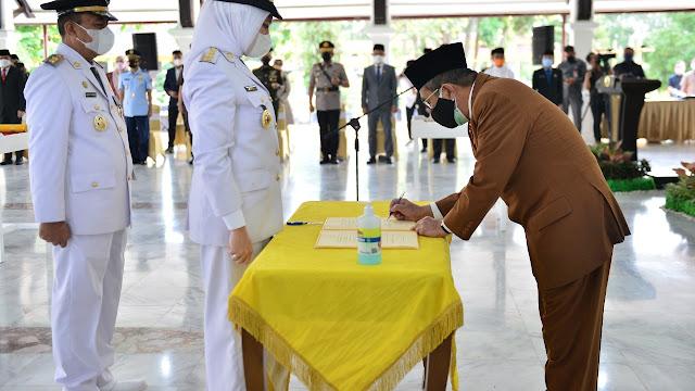 Rezita Resmi Dilantik Gubernur Jadi Bupati Indragiri Hulu