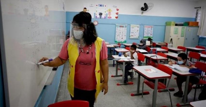 Escolares de Sao Paulo en Brasil, regresan a clases presenciales tras casi un año de pandemia
