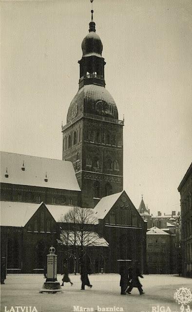 1930-е годы. Рига. Площадь 15 Мая. Домский собор (источник фото: Latvijas Nacionālā bibliotēka)