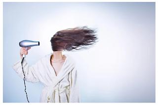 pengering-rambut-wanita