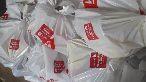 El intendente macrista Ramiro Tagliaferro reparte colchones, chapas y mercadería con su nombre