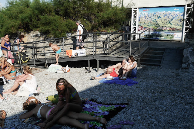 Bagnanti su di una spiaggia di Capri
