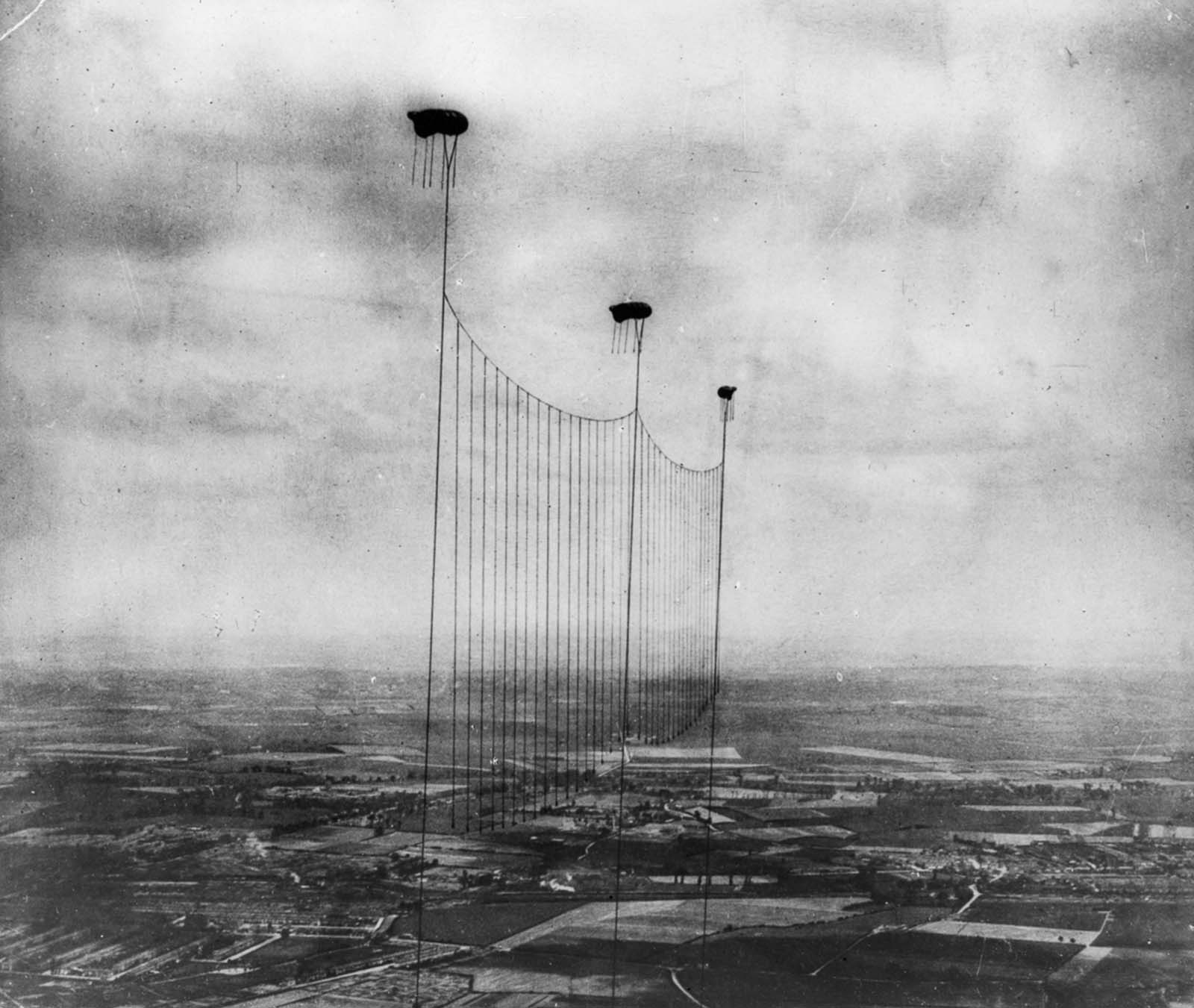 A balloon apron is suspended to defend London from air attacks. 1915.