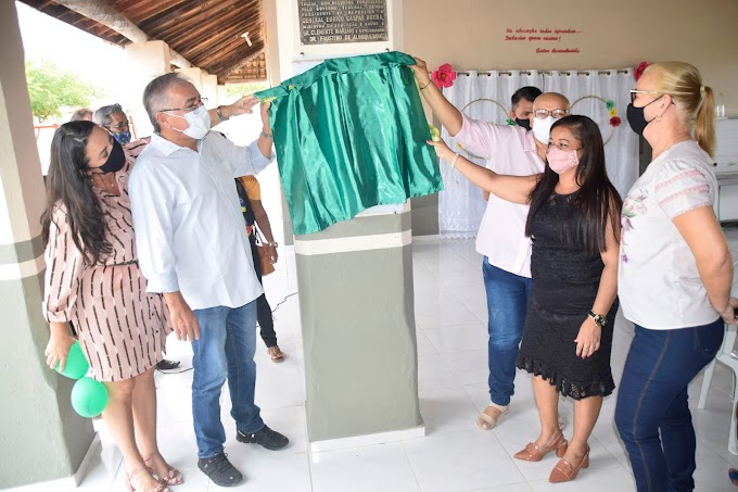 Cerimônia de inauguração da reforma e ampliação da Escola N. S. de Nazareth, de Tapuio-Cariré