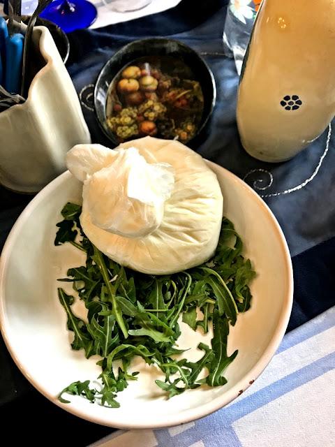 Co zjeść w Bari? Co spróbować w Bari? 12 kulinarnych lokalnych pyszności, które musisz spróbować podczas pobytu w stolicy regionu Apulia we Włoszech