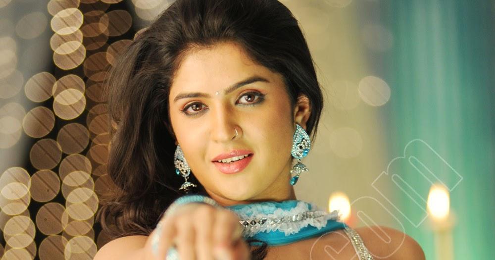 Plumpy Navel, Deep Navel And Actress Sexy Images: Deeksha