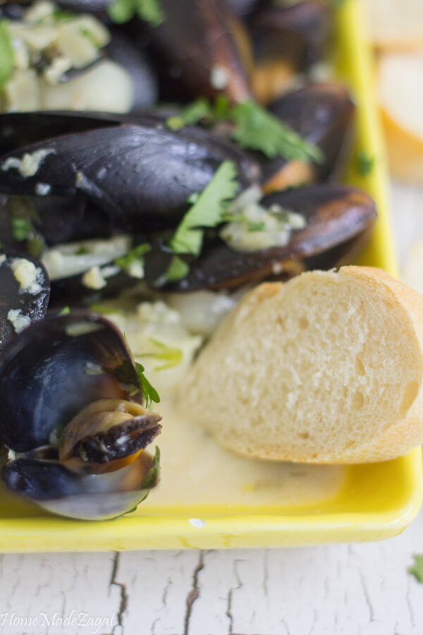 Coconut milk steamed mussels