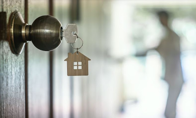 how to sell an old house tips selling older home