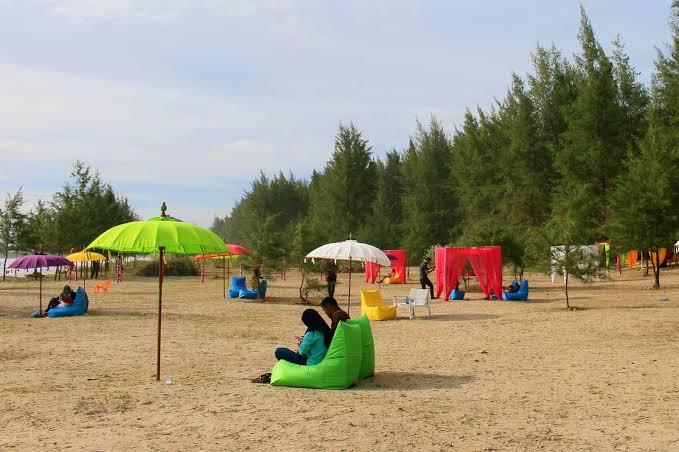Keindahan Pantai Kuala Leupung